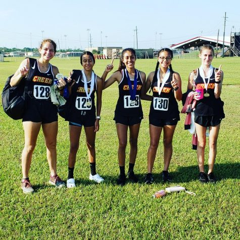 The girls cross country team at the Huffman meet.