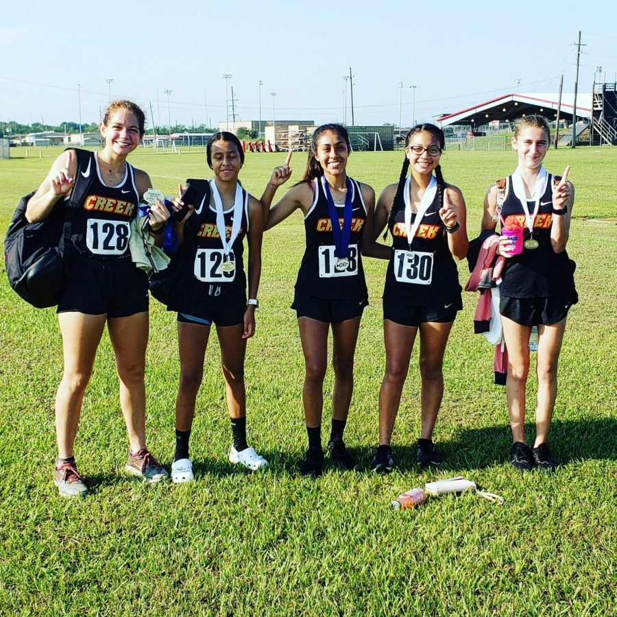 The+girls+cross+country+team+at+the+Huffman+meet.